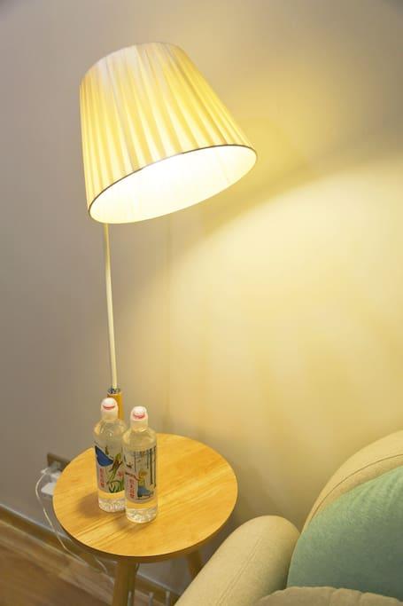 暖色台灯,让阅读不再劳累双眼