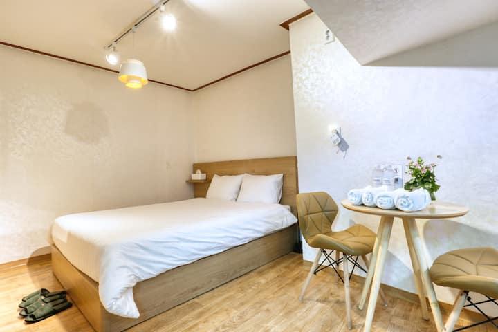 [7min Seoul Stn.] Private Double room for 2person