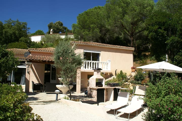 Charming Villa in Cavalaire-sur-Mer with Pool