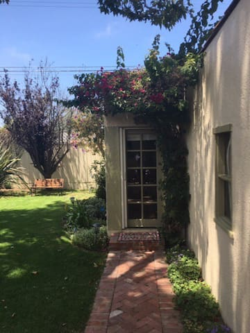 Charming Guest House. - Los Angeles - Bed & Breakfast
