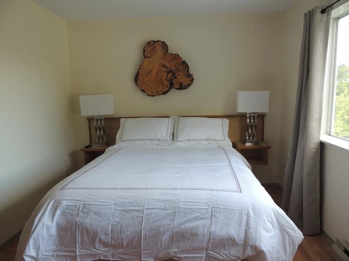 Misty Harbour Inn Deluxe Queen Room 204