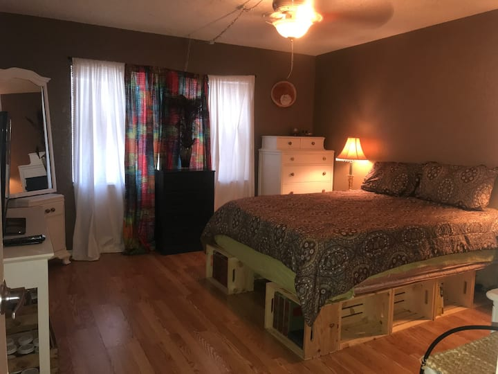 Quiet Master Suite in Saint Pete
