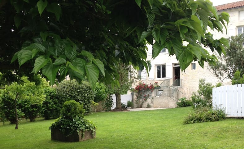 For you, a beautiful mansion in Charentes