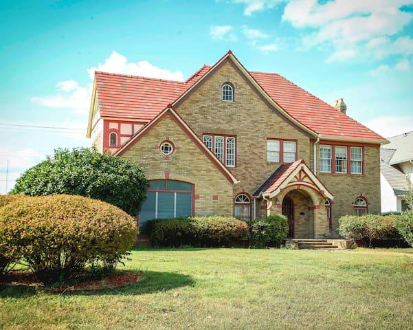 Historic Mansion near Deep Ellum in Dallas