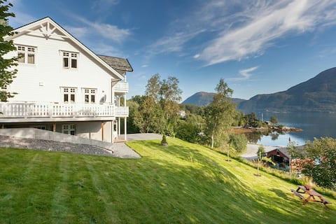 Földszinti lakás látványos fjord kilátással