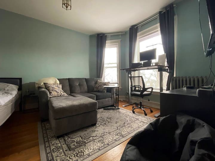 Perfectly Cute Private Studio in Boystown/Lakeview