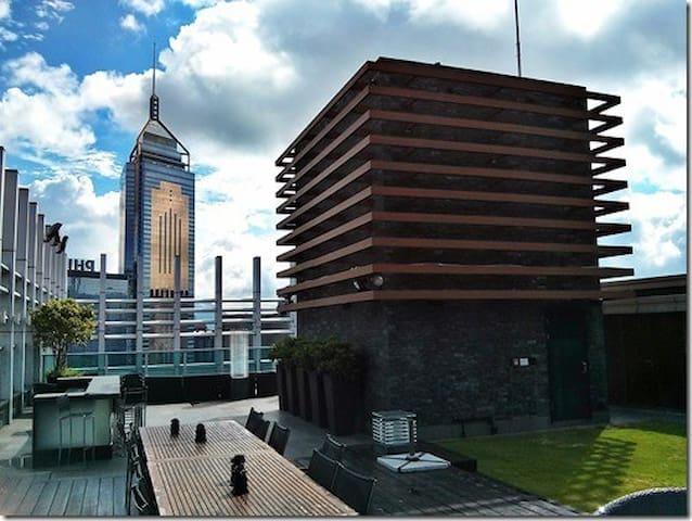 Top floor, luxury apt in Central heart of HK
