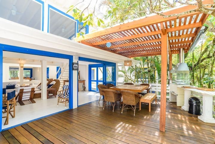 DECK HOUSE -  IN CAMBURY 30M FROM THE BEACH.