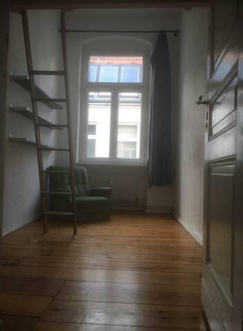 Helles und minimalistisches Zimmer in LGBT Viertel