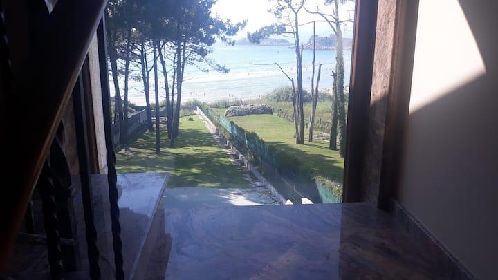 Apartamento con acceso por el jardín a la playa