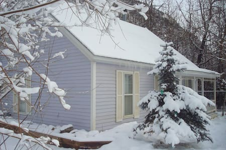 LIL COTTAGE ON CLEAR CREEK BY LOVELAND SKI RESORT - Silver Plume - เกสต์เฮาส์