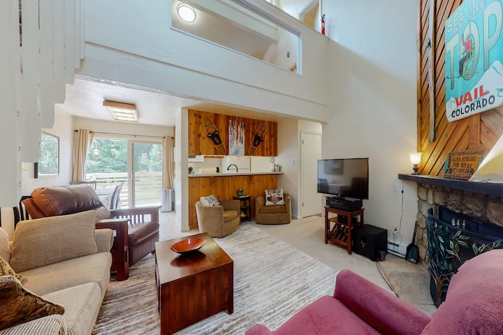Adorable mountain retreat w/ private balcony, wood-burning fireplace, & more!
