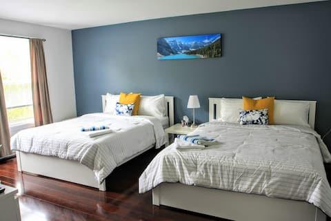 Comfortable Spacious Room w 2 Queen Beds & Netflix