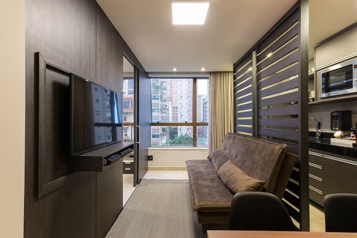 Luxurious in the heart of BH w/ A/C, PARKING, GYM