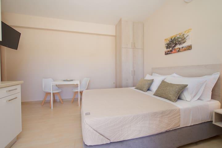 Alexandra's Apartments - Violet Studio