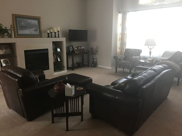 Private Home Close to Denver International Airport - Commerce City - House