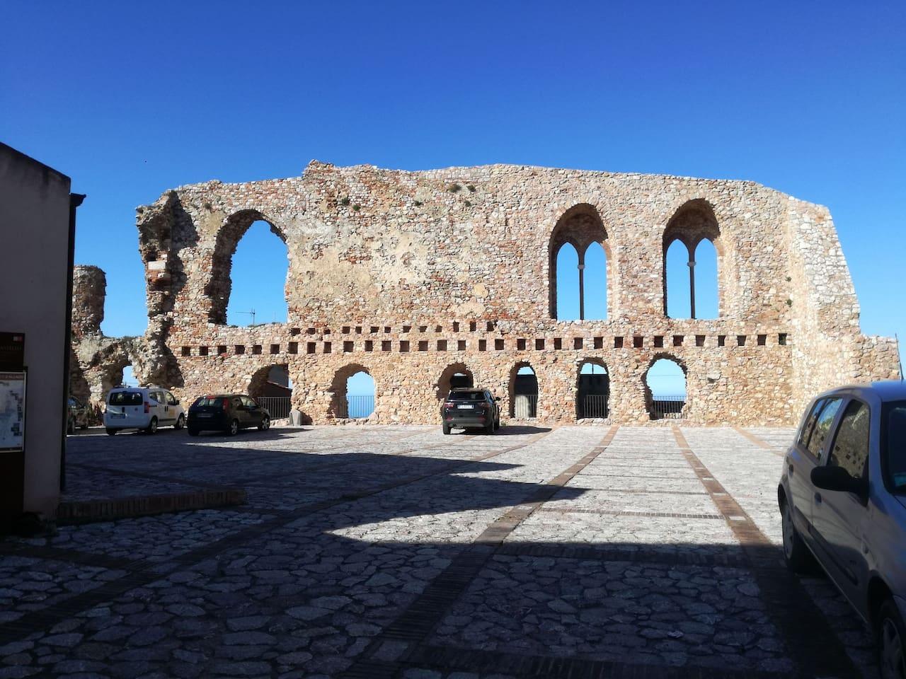 """B&B """"Al Castello"""" punto panoramico sul Tirreno"""