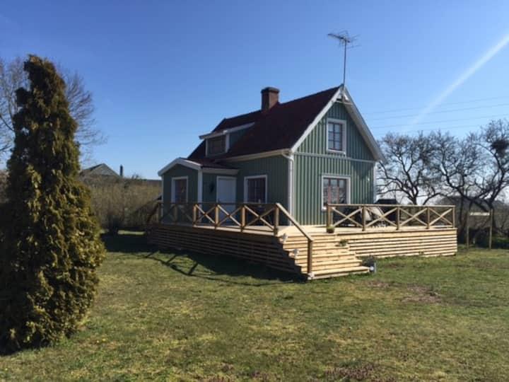Mysig komplett stuga i Gårdby
