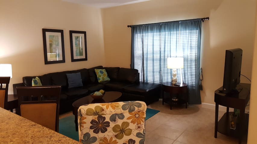 Spacious Townhouse with a private pool Near Disney