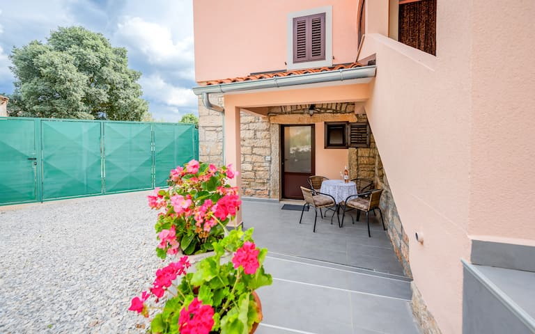 "Charming apartment ""Sara"" in heart  of Istria"