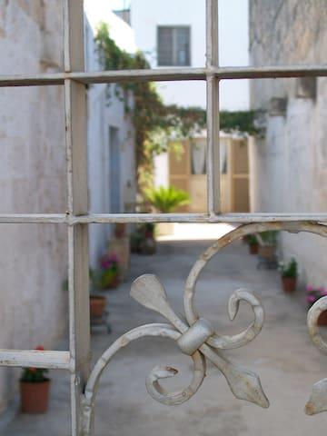 Salento in antica casa a corte - Giuggianello - Apartment