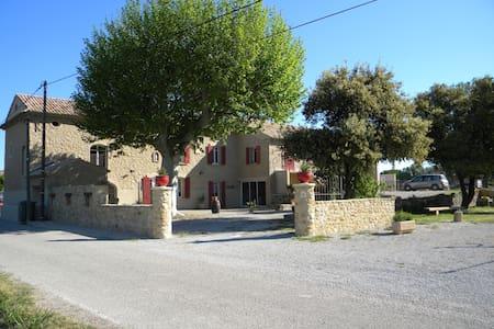 Gîte et Chambre d'Hôte La Grangette - - Mornas