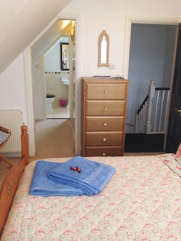 A Cosy Room with Private En Suite - East Cowes - Hus