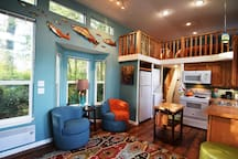 Bright cheery living room, well-equipped kitchen and washer & dryer, with detergents.
