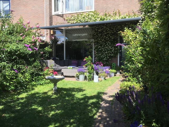 F1 Private house, 30 min by e-bike from Zandvoort!