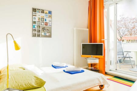 Room with big terrace & private bath - Berlín