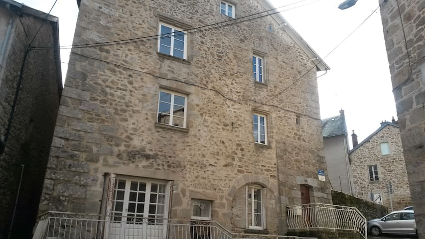 Townhouse St Jacques, heart of medieval Eymoutiers