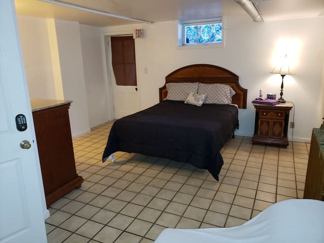 Room LL101 @57 - The Bygone B&B in Downtown
