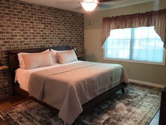 1st Fl Master Bedroom - King Size Bed