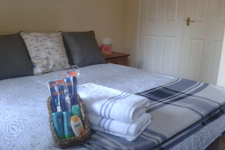 Large double room, Winchester - FREE Parking/Wifi - Winchester - House
