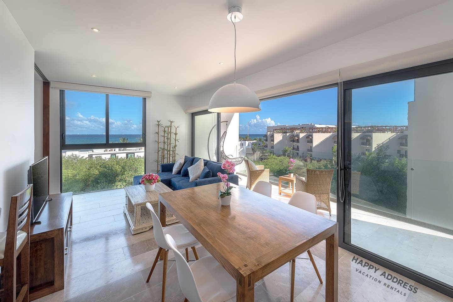Swanky 1BR condo with ocean view by Happy Address