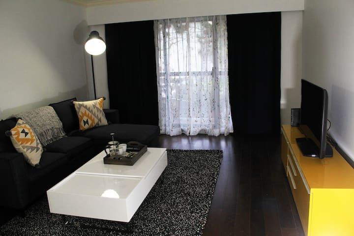 Spacious & Comfortable 2 Bedroom Near VGH