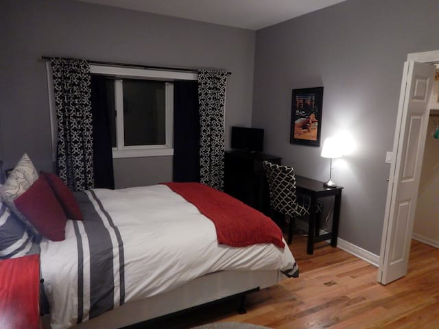 Private bedroom/bathroom in River West