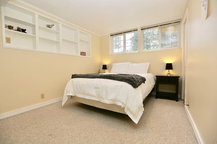 Large basement Guest Suite - Close to Everything