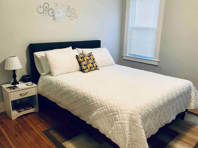 Shared Apartment- Bruins Room