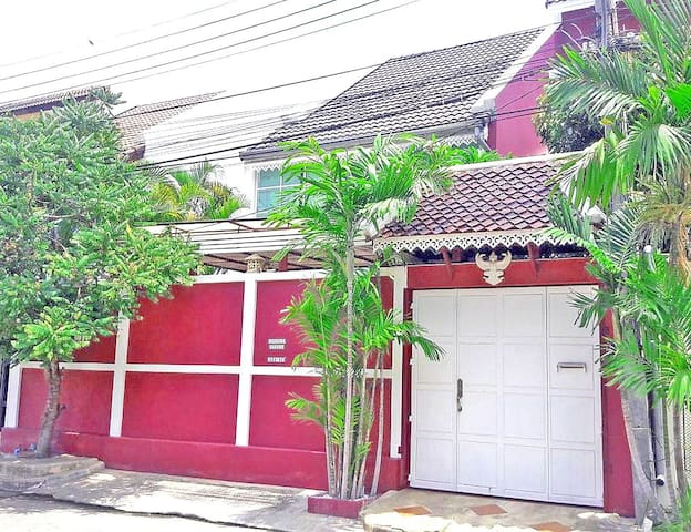 Amazing Thai style Family 3BR home tropical vibes
