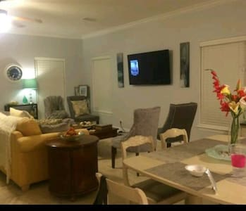 2 rooms with host! Budget friendly - Santa Rosa Beach - Bed & Breakfast