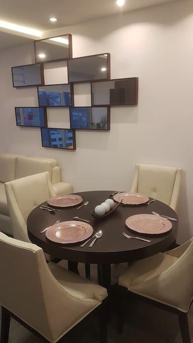 comedor y desayunador dentro del departamento
