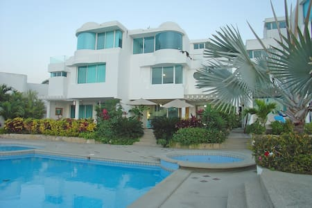 Capaes Santa Elena - Luxury Beach House, 4 Bedroom - Santa Elena