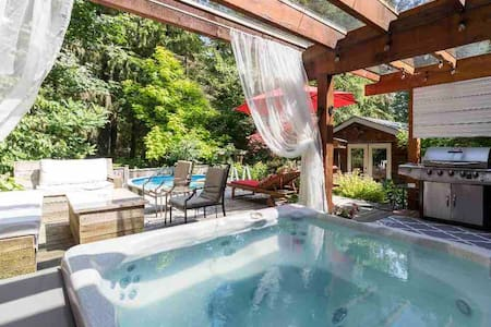 Staycation here! Pool. Private HotTub. Fire pit.