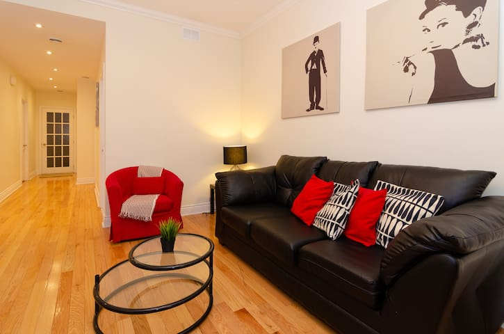 Stylish Spacious Flat in Shaughnessy Village