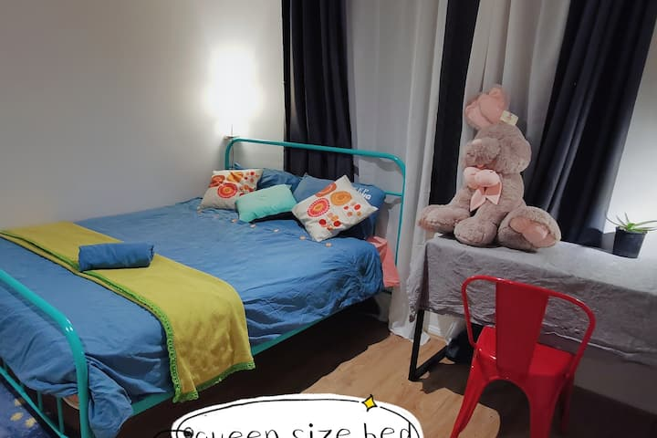 queensize private room near university of Canberra