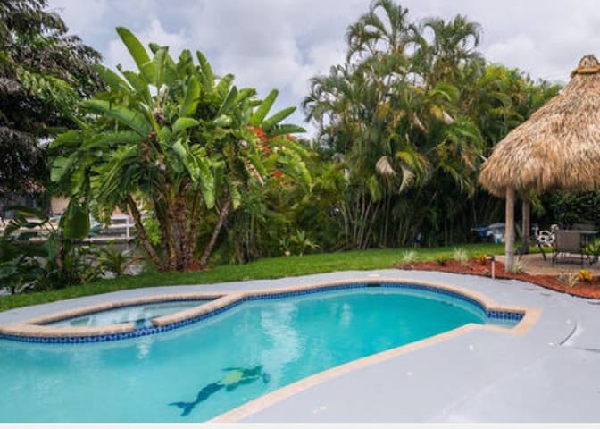BIG WATERFRONT POOL HOME W TIKI HUT STUNNING VIEW! - Hollywood  - Rumah