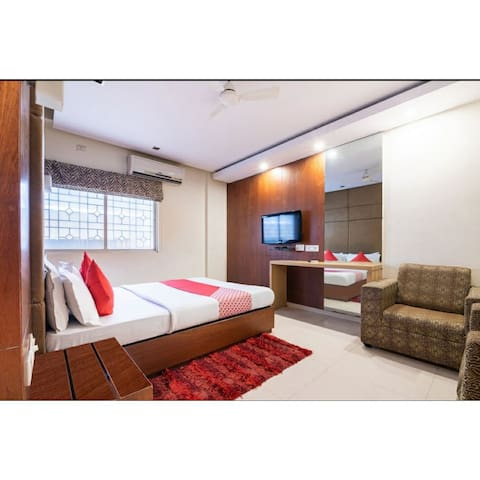 Spacious Room for Uptu 3 ppl for Parties / Events