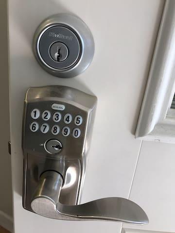 Lighted keypad lock