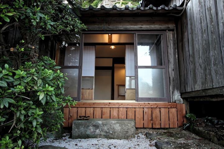 長崎県五島市福江島にある小さな宿坊